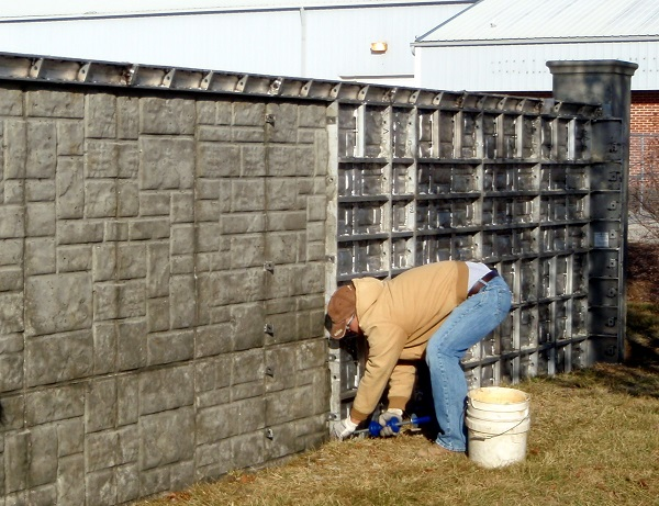 How to Paint an Outdoor Concrete Fence